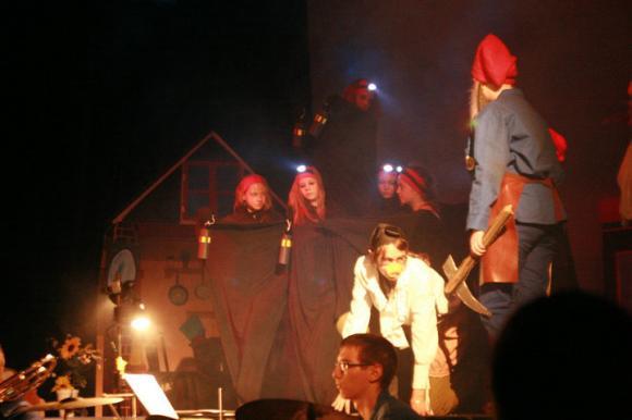 http://opera-la-mine.cowblog.fr/images/spectacle/464971393853394385391000010122275001951025591854n.jpg