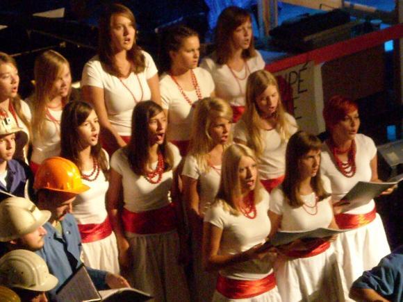 http://opera-la-mine.cowblog.fr/images/spectacle/DSCN0998.jpg